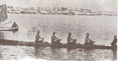 Guarnição do Germânia, vencedora da primeira regata realizada em Porto Alegre, em 1895.